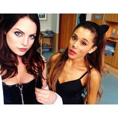 elizabeth gillies and ariana grande >> Ari is so skinny, perfect Elizabeth Gillies, Jade West, Tori Vega, Ariana Grande, Cat Valentine, Sam E Cat, Nickelodeon Victorious, Liz Gilles, Baby Girl Nurserys