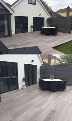 Grand patio moderne effet bois créé avec des carreaux de chalet Valverdi - love the #carreaux #chalet #effet #grand #moderne #patio #valverdi