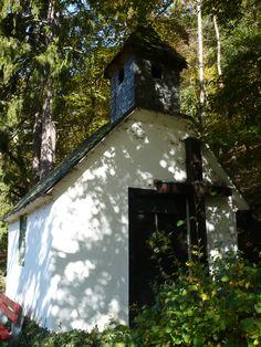 ...gut versteckt im Hang findet man auch die ein oder andere Kapelle...