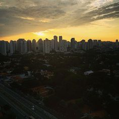 Bom dia #SãoPaulo . #domingo #NascerDoSol (em São...