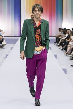 British designer Paul Smith presented his Spring Summer 2018 collection during the Paris Fashion Week. British Men, British Style, British Fashion, Spring Summer 2018, Men Looks, Fashion Branding, Paul Smith, Men's Collection, Dapper