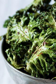 vegan kale chips with zaatar close up
