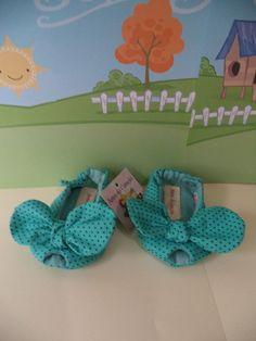Sapatinho Peep Toe, estilo sandalinha para meninas, feito em tecido 100% algodão, com manta acrílica para dar mais conforto e estabilidade ao pé de seu bebê, trabalho artesanal. <br>Nos tamanhos P - 0-3 meses <br> M - 4 - 7 meses <br> G - 8 - 12 meses <br>Nas cores de sua escolha.