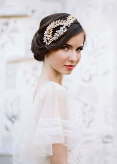 Elegant gold leaf headband.