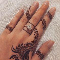 I love dainty Henna art so this was Wedding Henna Designs, Finger Henna Designs, Best Mehndi Designs, Henna Tattoo Designs, Mehandi Designs, Mehndi Art, Mehendi, Henna Mehndi, Mehndi Fingers