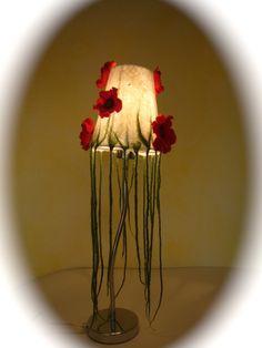 Tischlampen - Tischlampe Mohnblüte.Gefilzt. - ein Designerstück von Filz-Art bei DaWanda