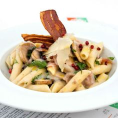 Penne cu bacon, ciuperci si crema de vin alb Chios, Pasta Salad, Terrace, Bacon, Ethnic Recipes, Summer, Food, Italia, Crab Pasta Salad