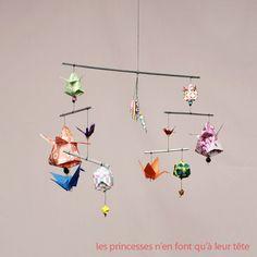 Décoration bébé: un joli mobile en origami