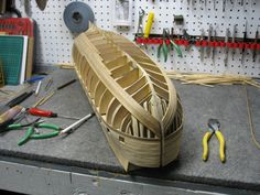 Construction du H. Model Ship Building, Boat Building, Model Sailing Ships, Ship In Bottle, Ship Craft, Scale Model Ships, Hms Victory, Build Your Own Boat, Boat Painting