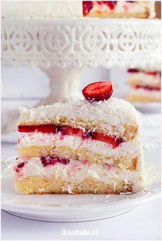 TORT ŚMIETANKOWY Z TRUSKAWKAMI I KOKOSEM ilovebake.pl #strawberry #coconut #cake