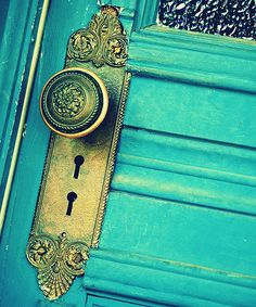 doorknobs are art. This is beautiful.