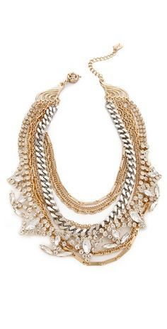 Such a lovely statement necklace. It can be worn with everything. Loving the diamonds mixed with different metals. This is a good piece to have.