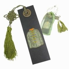 "Today's feature product: Chinese Clothing Bookmark (Green)    This set of exceptional Chinese bookmarks will keep place of your favorite quotes, passages, and verses from your collection of books, novels, and poetry. Facts and features:    • matching organza bag  • 6.5"" x 2""    http://www.asianideas.com/chbo1.html"