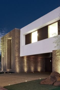 FF House / Studio GT – Guilherme Torres #exterior #facade #textures #lighting