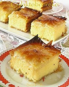 Galaktoboureko este un desert traditional grecesc foarte cunoscut si apreciat. Romanian Desserts, Romanian Food, Turkish Recipes, Greek Recipes, Cookie Recipes, Dessert Recipes, Bread Cake, Dessert Drinks, Eat Dessert First