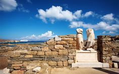 Explore the island of Delos, one of the most important archaeological sites in Greece. Discover the birthplace of Apollo and Artemis and the center of the Cyclades in ancient times with Tourboks! Santorini Travel, Greece Travel, National Geographic, Panormos Beach, Apollo And Artemis, Mykonos Town, Les Continents, One Day Trip, Greece