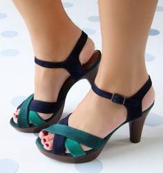 Chie Mihara shoes, sandals, blocs and boots. Buy now original, feminine footwear. Designer shoes of maximum comfort! Clogs Shoes, Shoe Boots, Shoes Sandals, Pretty Shoes, Cute Shoes, Stylish Sandals, Kinds Of Shoes, Dream Shoes, Luxury Shoes