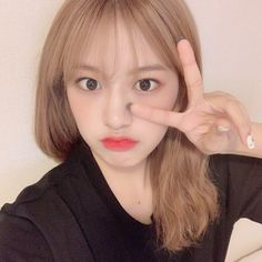 Korean Hair Color, Yu Jin, Japanese Girl Group, Extended Play, Meme Faces, Her Smile, Celebs, Celebrities, Dimples