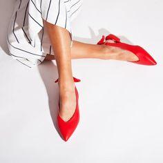 Red flats!! New collection SS 2018  #fashion #fashionstyle #sante #mules  #shoebizz #santeshoes #ss18collection #shoebizzworld #shoebizzsignature #shoebizzladies #shoebizzlovers •Θα τις βρείτε στο κατάστημα μας, ,Αθ.Διακου 2 , Λαμια🔝🔝 •Για παραγγελίες: ☎️☎️Τηλ.Επικ:22310-24421 •Ή με inbox📩📩 •online > www.shoebizz.gr
