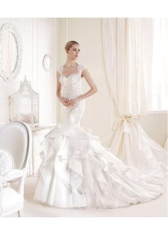 ALLURING TULLE SATIN QUEEN ANNE NECKLINE NATURAL WAISTLINE MERMAID WEDDING DRESS SEXY LADY LACE FORMAL PROM