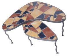 Como aplicar azulejos em uma mesa de cozinha de madeira