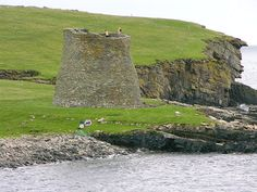 Information about and images of the beautifully preserved Mousa Broch on Shetland on Undiscovered Scotland. Beautiful Islands, Beautiful Places, North Scotland, Medieval Tower, Scotland History, Round Tower, England Ireland, Dry Stone, Picts