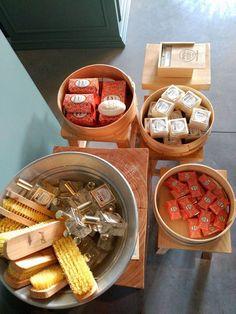 #mercadoloftstore #umseisum #porto #newseason #alfazema #alfazemaportugal #escova #brush #peneira #crivo #soap #sabonete #classic #tradicional #stool @achbrito