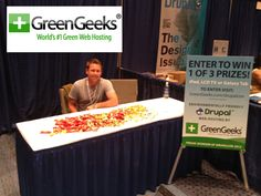 Green geeks at some convention. Looks like drupal has something to do with it. I dunno http://joomlahosting.co/reviews/greengeeks