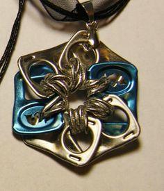 can tab/soda pop tabs jewelry Soda Tab Crafts, Can Tab Crafts, Aluminum Can Crafts, Bottle Cap Crafts, Tape Crafts, Kumihimo Bracelet, Pop Tab Bracelet, Bracelet Display, Diy Bracelet