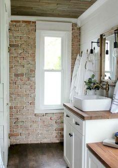 Cool 80 Rustic Farmhouse Bathroom Remodel Ideas https://insidecorate.com/80-modern-farmhouse-bathroom-remodel-ideas/ #CoolThings #remodelingideas