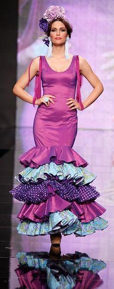 Mari Carmen Cruz, Simof 2014 Flamenco Costume, Flamenco Dancers, Dance Costumes, World Of Fashion, Fashion Art, Fashion Outfits, Flamingo Dress, Spanish Fashion, Hair Decorations