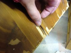Learn about the difference between veneer and laminate furniture... and how to paint them! {{Reality Daydream}