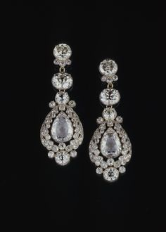 Diamond earrings of Queen Pauline von Württemberg (1800-1873), 1837, diamonds, gold, silver, 8.2 x 2.9 cm