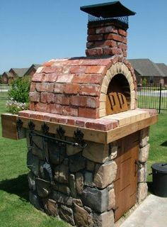 The Moon Family Wood Fired Pizza Oven in Oklahoma.  Built with the Mattone Barile DIY Wood Fired Pizza Oven Form.  BrickWoodOvens.com