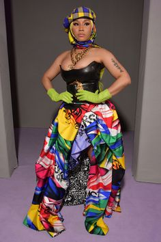 Showstopper from Fashion Police Rapper Nicki Minaj goes all out at the Versace show during Milan Fashion Week, donning a leather corset, gold chains, a multi-colored skirt, and green gloves. Nicki Minaj Fashion, Nicki Minaj Rap, Nicki Minaji, Nicki Minaj Outfits, Nicki Minaj Barbie, Nicki Minaj Pictures, Famous Celebrities, Celebs, Nicki Minaj Wallpaper