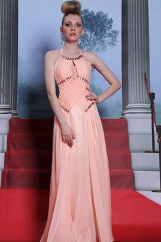 The latest Korean fashion with celebrities in low cut prom dresses ...