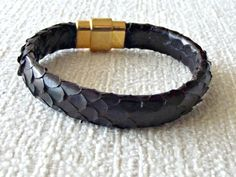Genuine Python snake skin bracelet, 10x6 mm thickness. Gold plated magnetic clasp. ¡It is a great bracelet to wear! Size guide.- Each bracelet is custom made to fit your...
