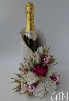 The art of entertaining: You can impress your Thanksgiving guests if you know ho. - Thanksgiving Gifts - Best Day on Year 2019 Wine Gift Boxes, Wine Gift Baskets, Wine Gifts, Thanksgiving Gifts, Diy Christmas Gifts, Christmas Wine Bottles, Wine Bottle Crafts, Wrapping Ideas, Gift Wrapping