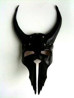 Centurion Leather Mask / mrhydesleather on Etsy #halloween #costume #ideas