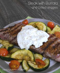 Steak with Burrata and Grilled Veggies - a delicious and easy keto and low carb meal! Lunch Recipes, Whole Food Recipes, Beef Recipes, Banting Recipes, Avocado Recipes, Curry Recipes, Chicken Recipes, Dinner Recipes, Bacon Wrapped Burger