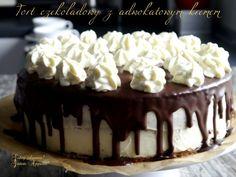 Tort czekoladowy z adwokatowym kremem