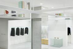 도쿄 외곽지역, 타마가와 타카시마야 쇼핑센터에 새롭게 입점한 패션브랜드 '넨도' 리테일샵의 인테리어 디자인에 지향점은 '비움'에 있다. 건축주의 다양한 요구; 인테리어 용품 판매를 위한 상점, 서고와 같은 도서관, 일반적인 이벤트와 전시를 위한 갤러리의 수용은 공간을 특성화에 따라 구분, 분절 하지 않고 오히려 하나의 균질한 백색공간으로 디자인 한다. -비움으로써 채운다?- 비워진 공간위에 자리한 7.5mm 빔은 2...