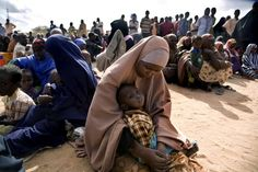 6 somalia top 10 paises mais pobres do mundo Somali Refugees, Refugee Crisis, Grave, Tonne, World War Two, Combat Boots, Two By Two, Africa, History