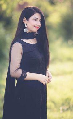 Pakistani Dresses Casual, Pakistani Dress Design, Pakistani Wedding Dresses, Stylish Dress Designs, Designs For Dresses, Dress Indian Style, Indian Dresses, South Indian Wedding Hairstyles, Sarees For Girls