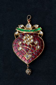 Pendant Cover, Mughal Jewellery  by Photoshot2010