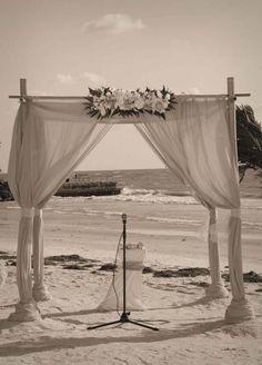 Florida beach weddings at beautiful Pass-a-Grille beach by Suncoast Weddings