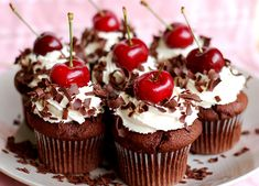 Make Devils Food Cake or Chocolate Fudge cupcakes. Right before serving, top with whipped cream, a little shaved chocolate & a cherry. Cupcakes Au Cholocat, Cupcakes Lindos, Pretty Cupcakes, Yummy Cupcakes, Cupcake Cakes, Cup Cakes, Making Cupcakes, Delicious Cookies, Cake Tumblr
