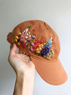 Hat Embroidery, Flower Embroidery Designs, Learn Embroidery, Cross Stitch Embroidery, Embroidery Patterns, Bone Bordado, Embroidered Clothes, Embroidered Baseball Caps, Diy Clothes