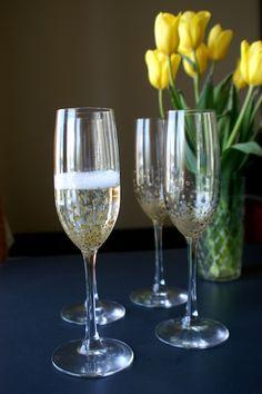 DIY Gold Confetti Champagne Flutes | Hello!Lucky Blog