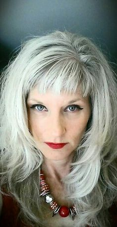 Hair gray short bangs ideas for 2019 Silver Haired Beauties, Grey Hair Inspiration, Silver Grey Hair, Pelo Natural, Super Hair, Great Hair, Trendy Hairstyles, Scene Hairstyles, Modern Haircuts